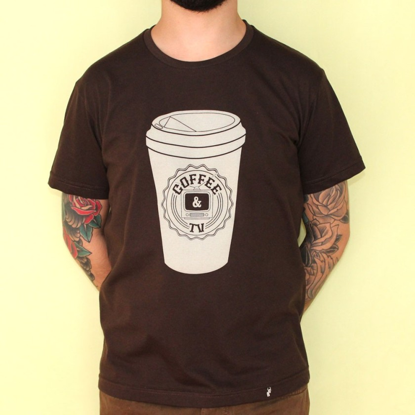 coffee-&-tv---camiseta-masculina-marrom-31