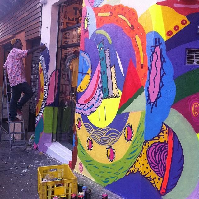 Muita cor com Leiga na fachada deAbril!